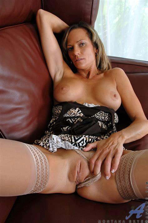 Fit Mature Montana Skye In Tan Stockings Free Cougar Sex