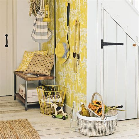 1000 ideas about pale yellow walls on light