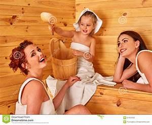In Der Sauna : gruppenleute mit kind in der sauna stockfoto bild 51454432 ~ Whattoseeinmadrid.com Haus und Dekorationen