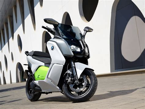 Bmw C Evolution Electric Motorcycle by The Fully Electric Bmw C Evolution Motorcycle Utilizes