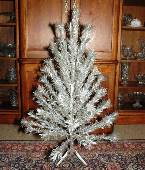 aluminum christmas trees for ssle mi 1950 s vintage aluminum trees