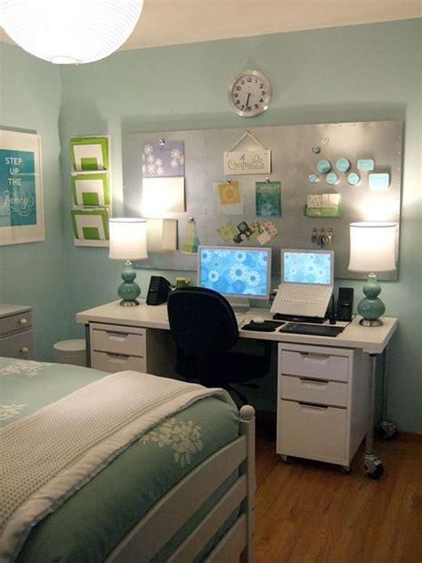 Small Bedroom Office Ideas by 25 Best Ideas About Bedroom Office Combo On