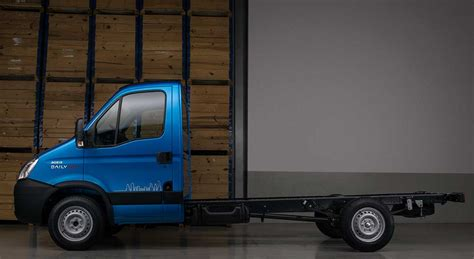 iveco daily city  chega nas versoes chassi cabine
