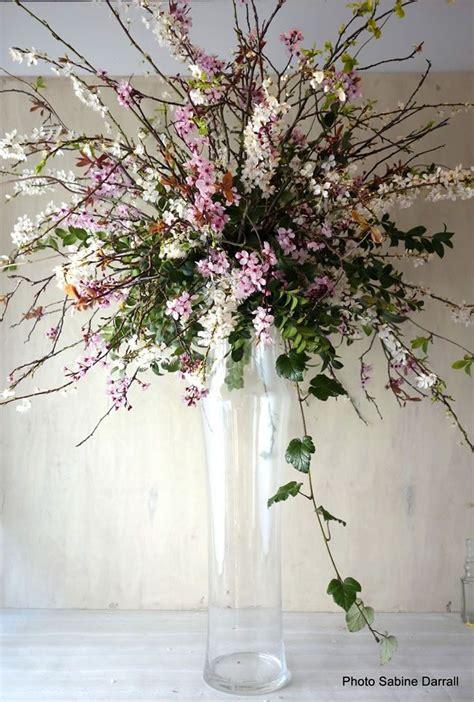 savvy wedding flowers   small budget wedding ideas