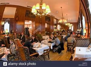 ältestes Kaffeehaus Wien : kaffeehaus cafe landtmann wien vienna austria stock photo ~ A.2002-acura-tl-radio.info Haus und Dekorationen