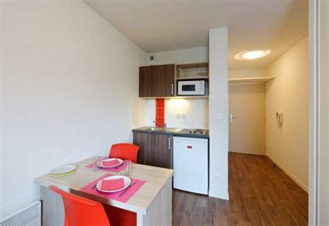 chambre meubl馥 nantes location meublé nantes courte durée table de lit