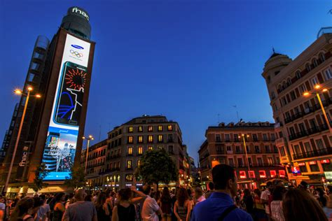 samsung launches   p led display  madrids