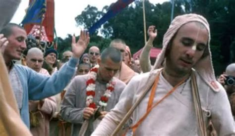 Vishnujana Swami Chanting Hare Krishna On The Street 810