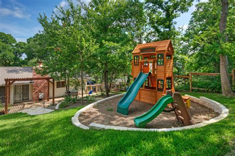 Circular Play Area For Kids In Backyard