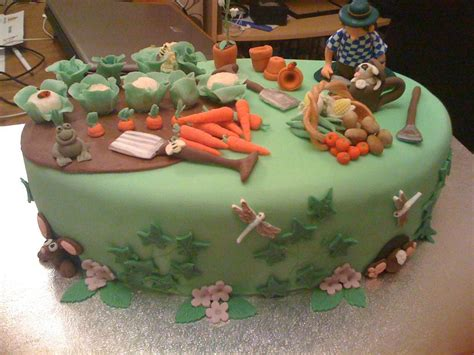 Wilton Cake Decorating Classes by You Have To See Gardening Cake On Craftsy