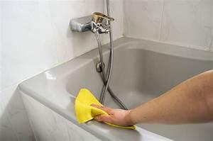 Kunststoff Badewanne Reinigen : badewanne reinigen so s ubern sie die badewanne ohne sch den ~ Buech-reservation.com Haus und Dekorationen