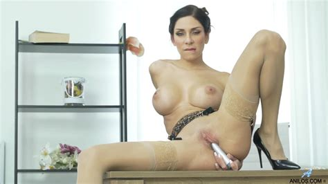 Anilos Super Sexy Milf Rachel Evans Toys Her Wet Shaved