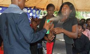 Auto Pasteur : auto proclam proph te un pasteur sud africain gu rit ses fid les coup d 39 insecticide ~ Gottalentnigeria.com Avis de Voitures