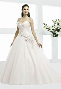 Wedding dress photos wedding dresses pictures weddingwire for Wedding dresses usa
