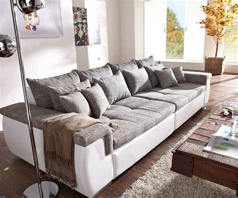 sofa navin  cm hellgrau weiss couch mit kissen