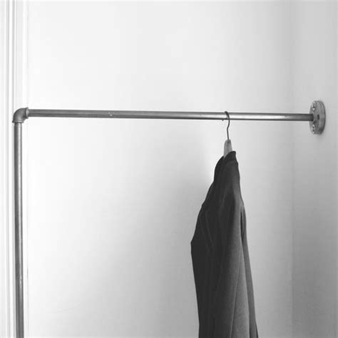 Kleiderstange An Wand Befestigen by Kleiderstange Einfach An Der Wand Befestigt Clothes