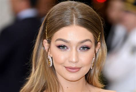 Gigi Hadid Wore No Foundation And Still Looks Perfect ...
