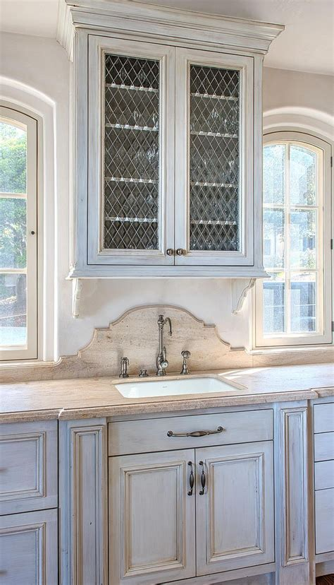 colonial kitchen cabinets 1000 images about kitchens on contemporary 2304