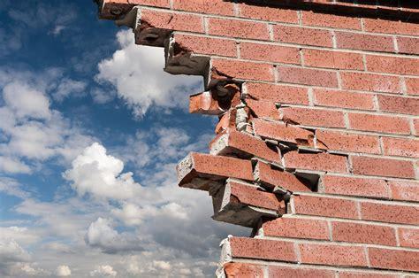 Worship breaks down walls. By Charles Hamrick - DailyPS