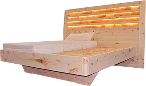 schlafzimmer aus zirbenholz bett aus zirbenholz haus dekoration