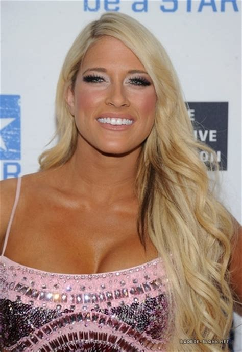 kelly kelly images kelly kelly summerslam kick  party