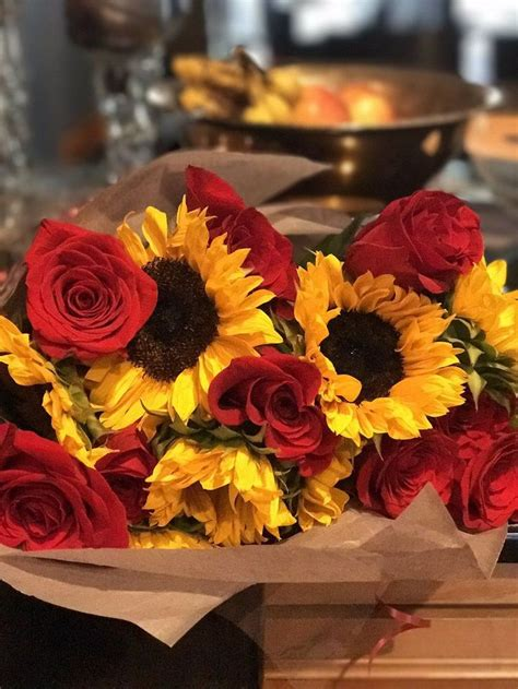amazing sunflower  rose bouquet sunflowers roses