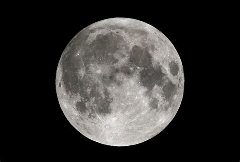 Shoot the Moon: How to Take Lunar Photos Through a Telescope