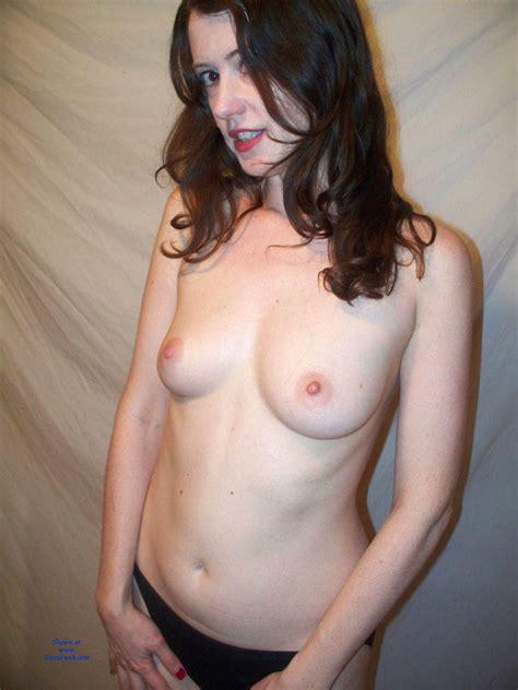 Amateur Milf Emma Posing Nude And Spreading January