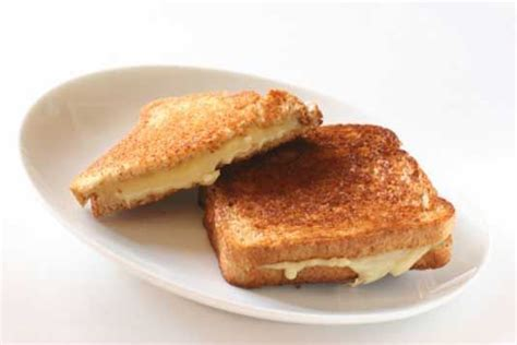 ultimate boozy onion   cheese toastie