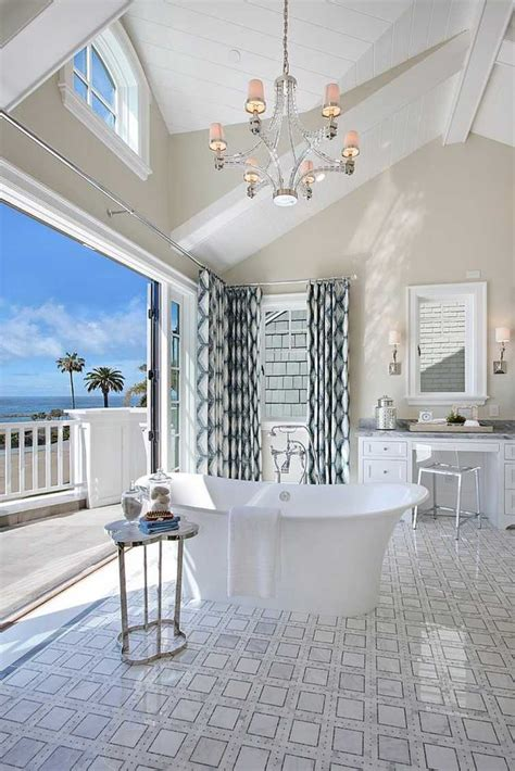 salle de bain luxe avec vue sur locean en  exemples