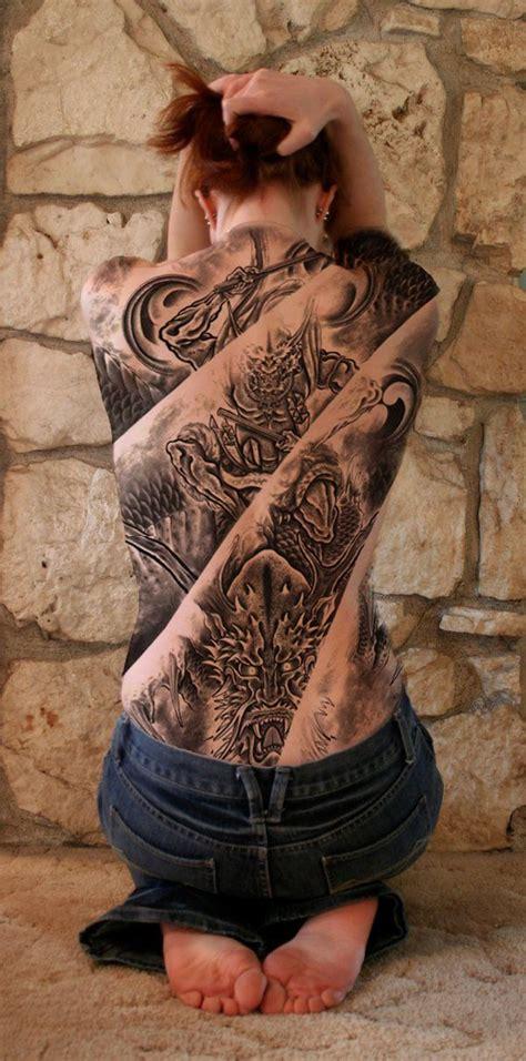 exemple tatouage decompose en plusieurs parties dos entier