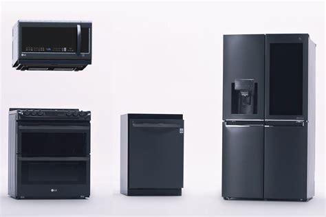 lg debuts  kitchen   future  smart fridges