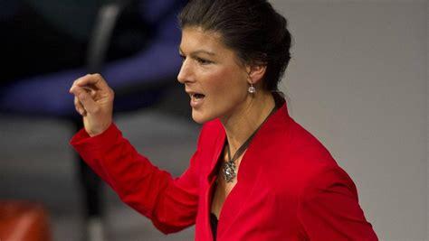 Amtlich zunächst sarah wagenknecht) ist eine deutsche politikerin (pds, die linke), volkswirtin und publizistin. Sahra Wagenknecht fordert Referendum auch in Deutschland