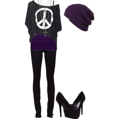 Never thought about wearing a more girly shirt with a beanie. Thatu0026#39;s a good idea! | Emogoth ...