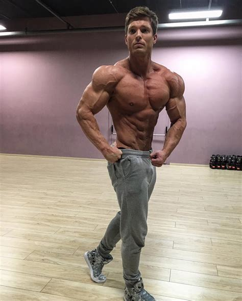 the beauty of male muscle: Robin