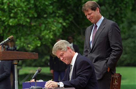 File:Photograph of President William J. Clinton Signing H ...