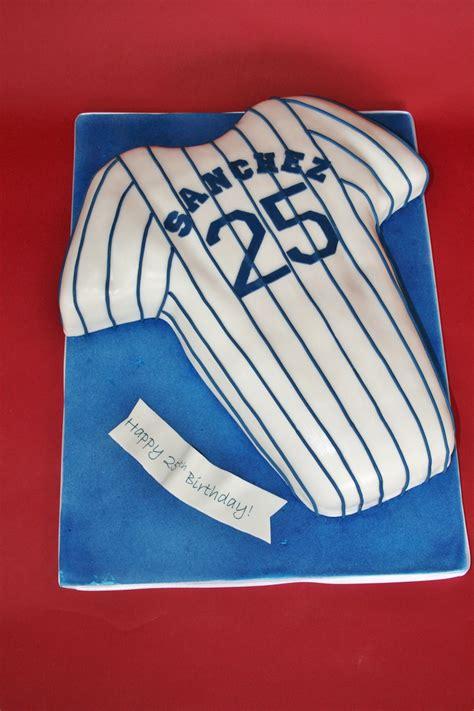 pin pin baseball birthday cakes  coolest  bat cake