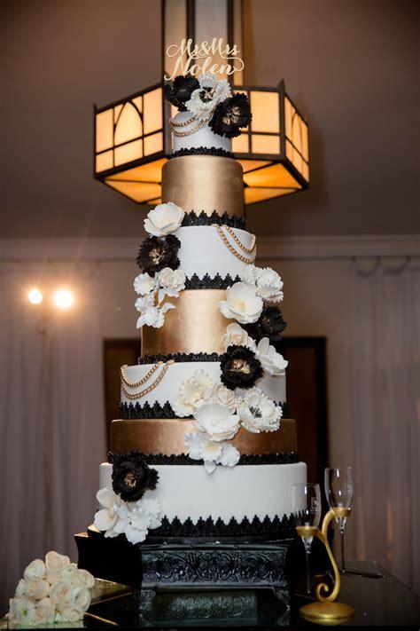 white and gold cake black and white glamorous wedding the magazine 1294