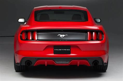 rear view 2015 ford mustang look motor trend