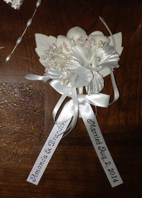 Personalized Fancy White Corsage (Capias) w/ Pin