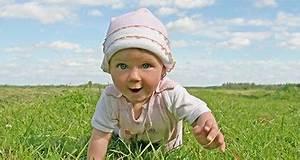 Baby 4 Monate Schlaf Tagsüber : entwicklungskalender 10 bis 12 monate schlaf ~ Frokenaadalensverden.com Haus und Dekorationen