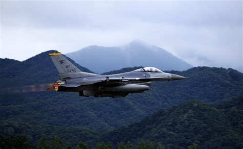 Us, South Korea Pilots Soar At Buddy Wing 15-6> U.s. Air