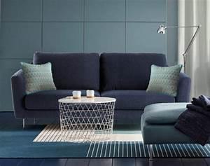 Coussin Velours Bleu : coussins d co bleus la tendance ~ Teatrodelosmanantiales.com Idées de Décoration
