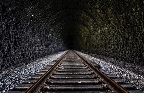 light      tunnel   close