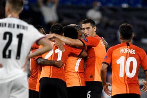Der abwehrspieler hat probleme am sprunggelenk. Donezk und Sevilla ziehen ins Halbfinale ein