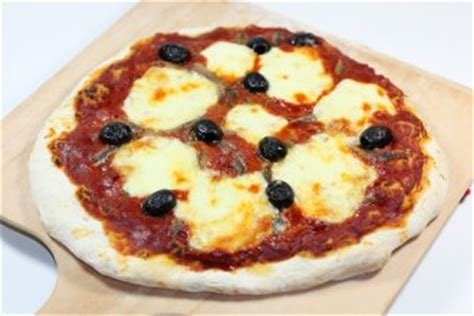 pate a pizza napolitaine pizza napolitaine recette de pizza napolitaine