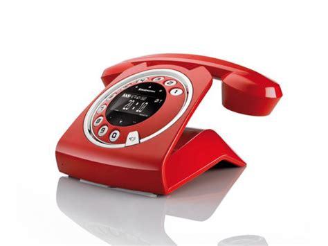 bureau à louer y a t il encore des raisons de posséder un téléphone fixe