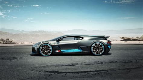 The giant box holding the hypercar inside had to be very specifically disassembled so that the divo could roll out. Bugatti Divo : pour les blasés de la Chiron ! - Photo #3 - L'argus