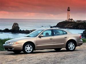 Oldsmobile Alero Sedan - 1999  2000  2001  2002  2003  2004