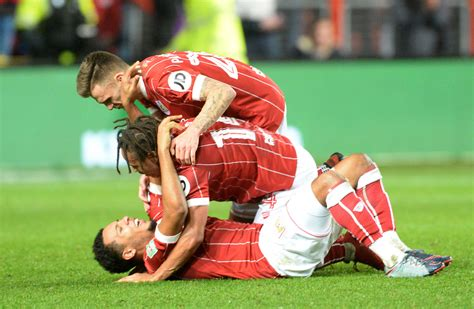 Bristol City dump Man United out of Carabao Cup with ...